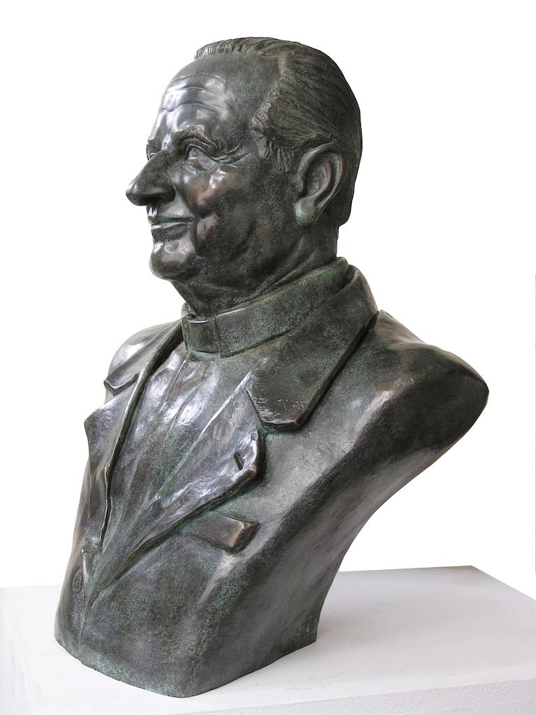 Busto commemorativo don Egidio Viganò - Sondrio, piazza don Egidio Viganò-b -2005