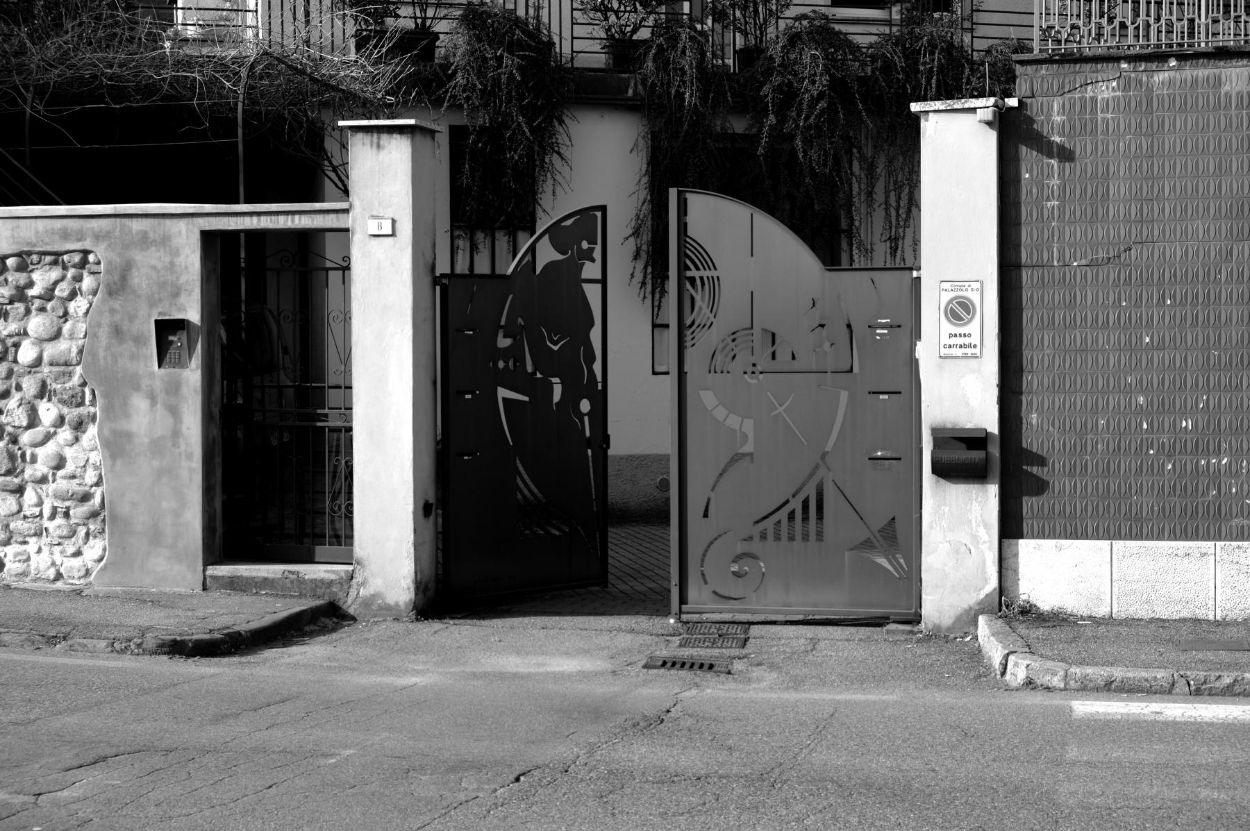 Cancello Palazzolo S:O- anta aperta-2010