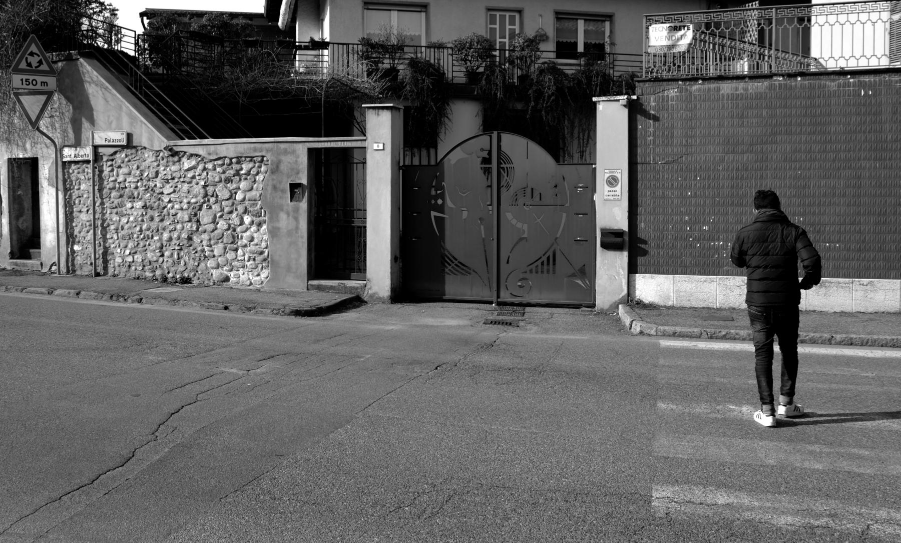 Cancello Palazzolo S:O- con persona-2010