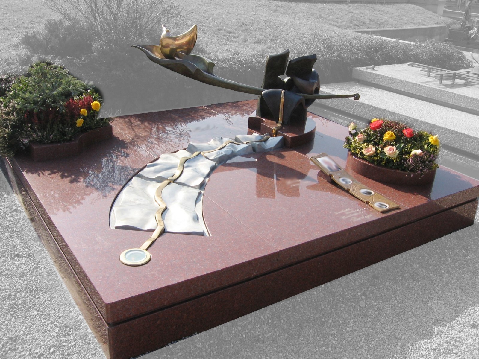 Cisano Bergamasco-  tomba di famiglia 2005 a