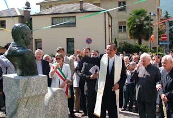 busto Viganò inaugurazione-piazza Don Egidio Viganò- Sondrio 2005